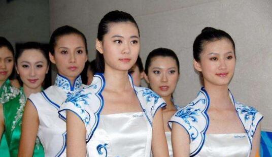 杭州礼仪模特告诉各位女士商务着装技巧