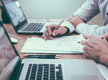 西安企业法律顾问如何帮助企业客户规避风险