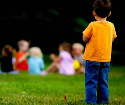 儿童孤独症的表现特征有哪些