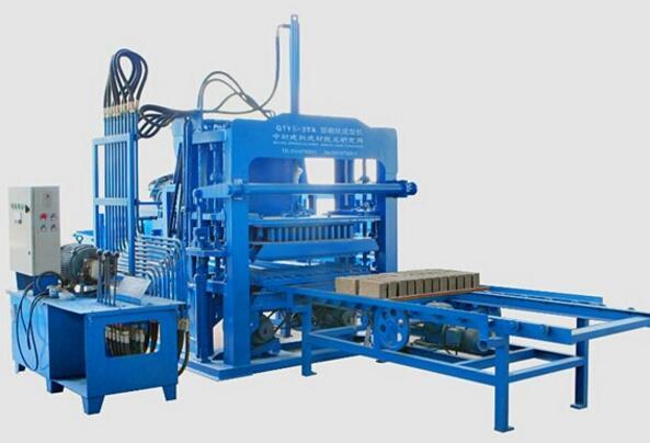 环保砖机在加工生产时需注意哪些相关事项