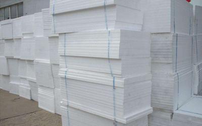 哪些因素会影响到聚苯板保温材料的使用效果?