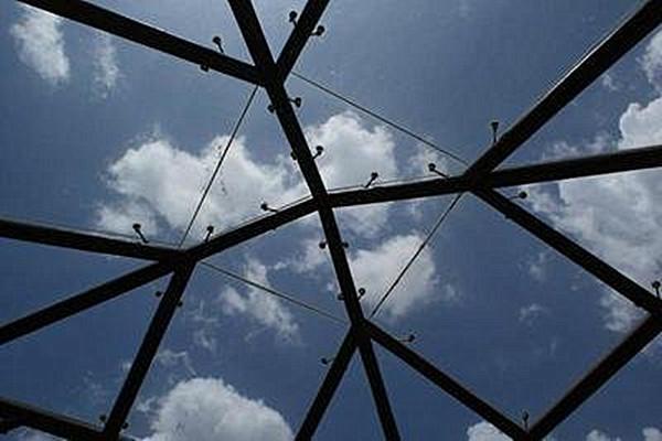 如何選擇陽光房貼膜機構