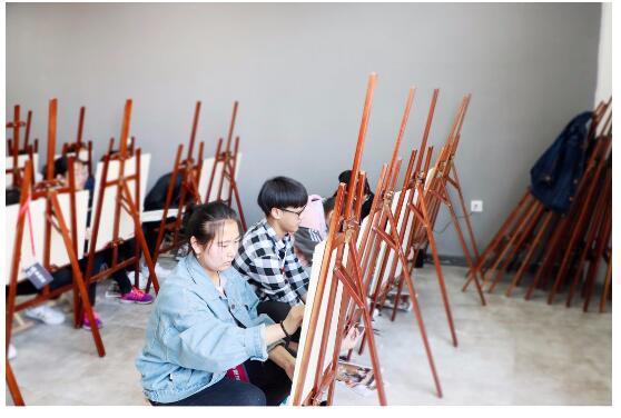 零基础学美术老师讲解:现今的美术课程与传统美术课程的不同之处