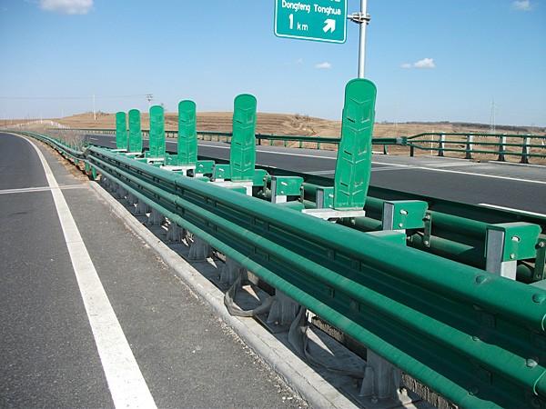 安装护栏板需经过哪些步骤?