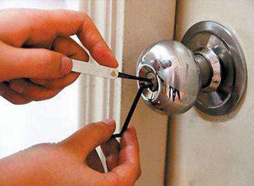 郑州修锁换锁公司解析:更换锁芯前需要确认哪些要素?