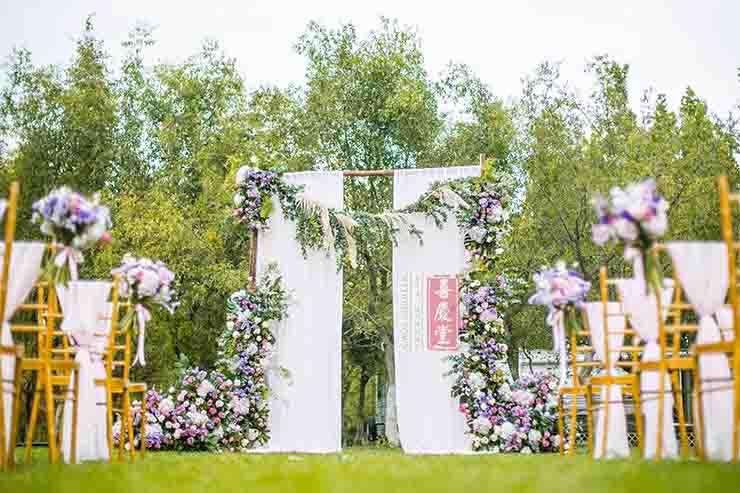 举办草坪婚礼策划时需要注意哪些事项?