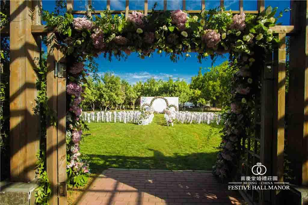 怎样防止草坪婚礼策划被雨水打乱?