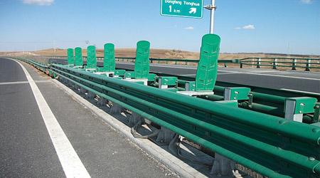 高速公路对防撞护栏性能有哪些要求?