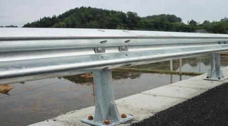 怎样保证防撞护栏的安装质量?