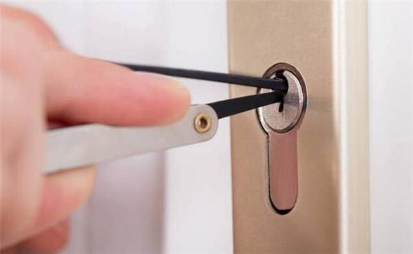 进行郑州修锁换锁的注意事项有哪些