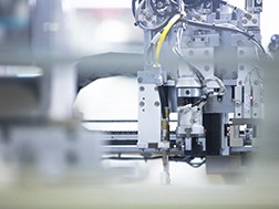 选择机械设备清关的机构需要考虑哪些因素