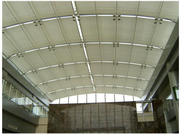選擇哪種材料的雨篷遮陽棚比較好