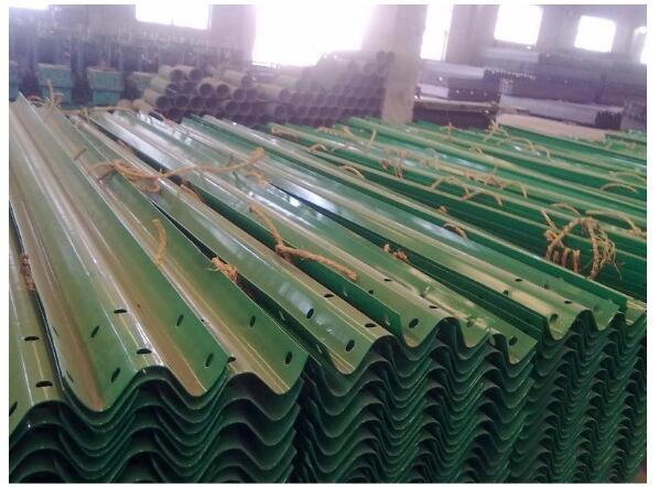 护栏板厂家解读:如何保证护栏板的安装效果?