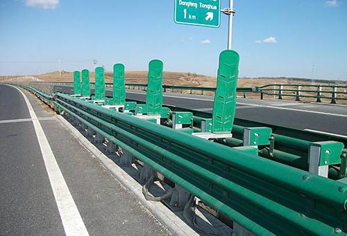 选择护栏板厂家的几个要点